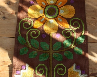 Nice coarce cross stitch embroidered floral wallhanging in cotton from Sweden