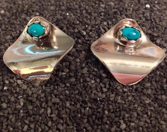 Sterling Silver Modern  Wave Earrings with Turquoise Accents (st - 1618)
