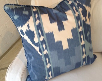 "Pair of pillows in Schumacher Ikat fabric - 22"" x 22"""