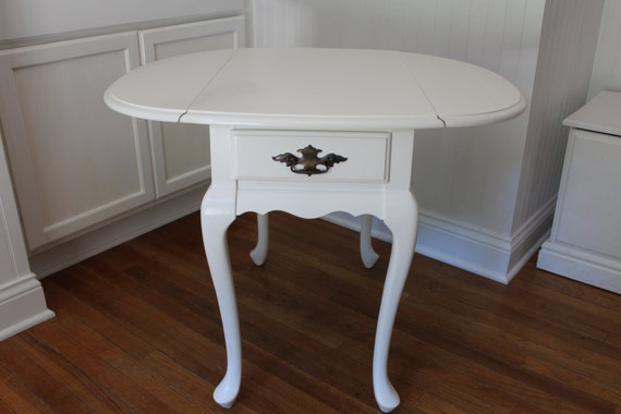 Vintage Hammary Drop Leaf End Table With Queen Anne Legs
