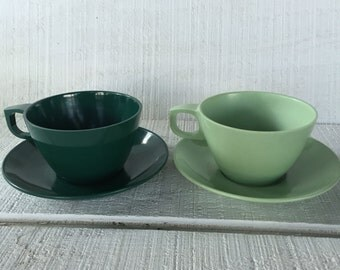 2 Vintage mint green 1950's Mallo-Ware cups / saucers, mid century melmac melamine dish, camping picnic travel trailer dishes, atomic pastel