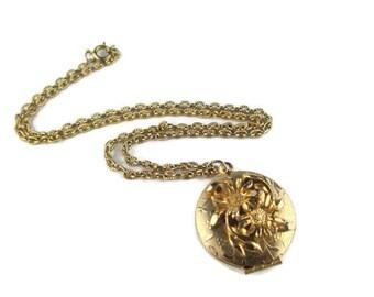 Vintage Gold Tone Flower Motif Photo Locket Pendant Necklace