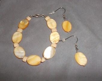 Seashell Bracelet and Earrings Set / Ensemble Bracelet et Boucles d'Oreilles en Coquillage (ASBA001)