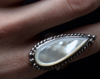 Art Deco Vintage Silver 925 Drop Ring with Mother of pearl 1980s