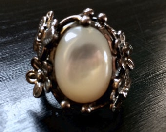Art Deco Vintage Silver 925 Floral Ring with Mother of pearl 1980s