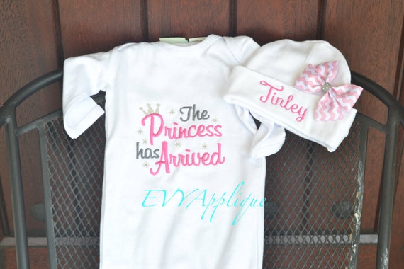 Pink Newborn Princess Outfit, The Princess has Arrived, bodysuit or gown, personalized hat. Newborn coming home outfit, take home outfit.