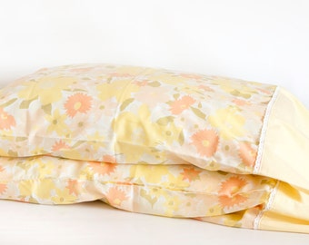 1960s Scotchgard Flower Print Pillow Cases Lace Edge, Vintage Orange and Yellow Flower Print Pillowcases Bedding, Combed Cotton Polyester