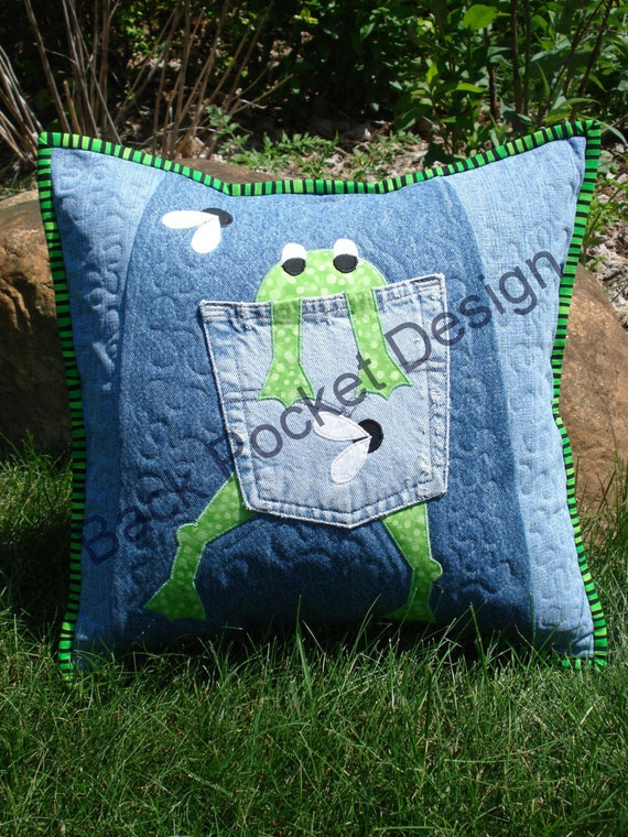 pattern for hungry frog quilted pillow made with. Black Bedroom Furniture Sets. Home Design Ideas