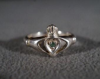 Vintage Sterling Silver Round Emerald Fancy Irish Claddaugh Wedding Friendship Ring Band Size 8       **RL
