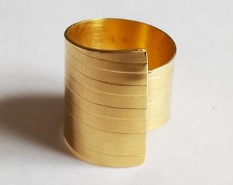 golden ring grooved tube