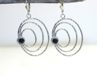 silver dangle earrings. bridesmaid gift.  bridesmaid earrings. silver earrings. onix earrings. Wedding Jewelry. black earrings. long earring
