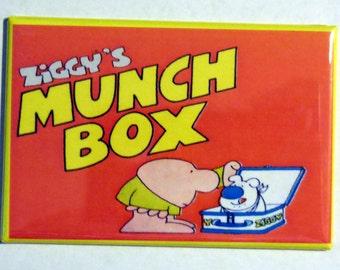 "ZIGGY'S MUNCH BOX Lunchbox 2"" x 3"" Fridge Magnet Art Vintage Tv Show"