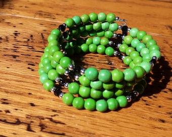 Green Magnesite & Black Glass Crystal Beads Memory Wire Bracelet.