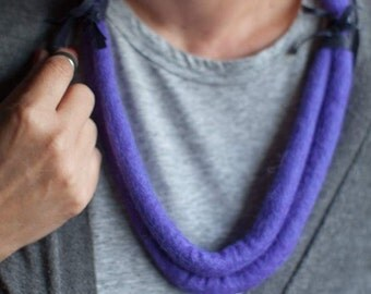 Hand felted Felt Wool Minimalist necklace Wetfelted Purple necklace Statement necklace Textile art Modern Cosy Everyday necklace Feltcollage