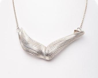 3D Wave Necklace