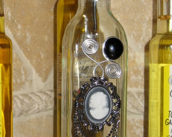 Olive Oil Bottle, Olive Oil Dispenser, Oil and Vinegar, Oil Pour Bottle, Kitchen Pour Bottle, Olive Oil Bottle with Cameo and Wire Design.