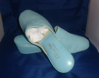 Vintage OOmphies Granada Classic Light Blue Leather Slippers/ Shoes (1980s) Size 8 (New Old Stock)