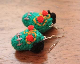 Earrings with green crochet skull Dias de los Muertos