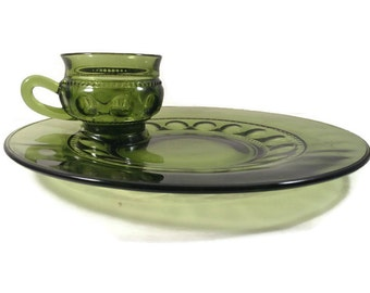 Avocado Green Glass Thumbprint Kings Crown Luncheon Plates and Cups by Indiana Glass Snack Plates 1960s