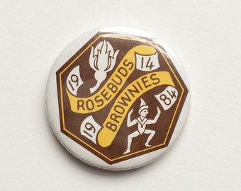 Vintage Brownies pin badge - Rosebuds Brownies, Girl Guides, scouts, cubs, team, sport, organisation, 1984, pixie, group