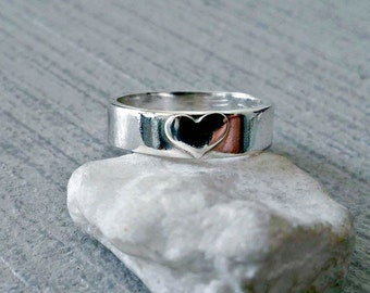Sterling silver love heart ring