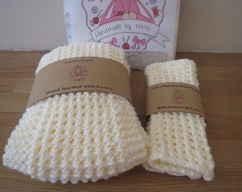 Chunky ladies scarf with matching wrist warmers