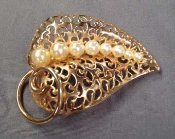 1960s gold and pearl leaf brooch