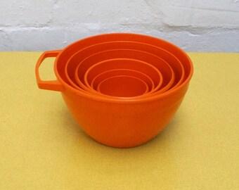 Set of 6 vintage measuring bowls