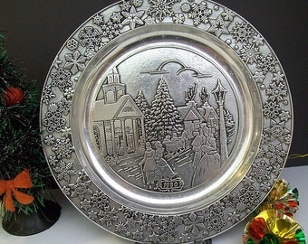 Vintage 1980 WILTON Christmas Plate – Embossed Scene – Made of Armetale – RWP – Columbia, PA – Ready to Hang -