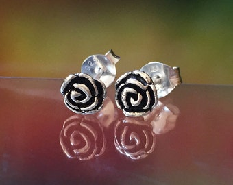925 Solid Sterling Silver ROSE #2 Earrings / Nature Jewelry / Flower Jewelry - Small- Oxidized- Studs
