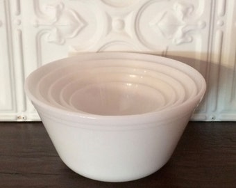 mid century set of 5 nesting bowls ~ small flaws ~ Federal Glass milk glass mixing bowl set ~ 1950s nesting bowls ~ farmhouse antique