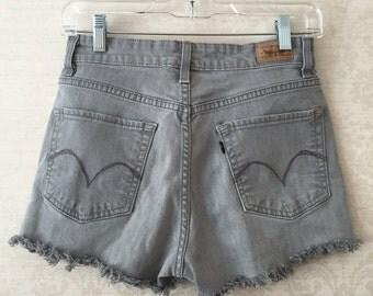 Size 6 midrise levi shorts