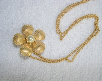 basic Gold colored Clover Necklace/Brooch with Faux Pearl