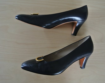 Salvatore Ferragamo Heels Pumps Leather Navy and Gold Signed Hardware size 9.5 Italy