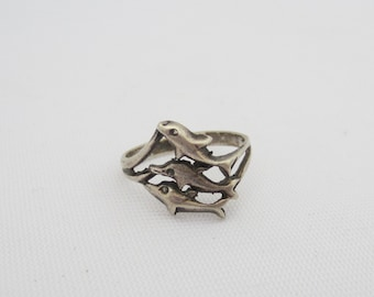 Vintage Sterling Silver Lovely Dolphins Ring Size 6.75