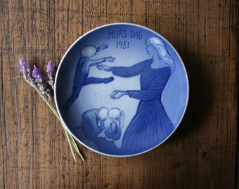 Royal Copenhagen Mors Dag Mothers Day Plate 1981 Blue White Plate Denmark Collectible Ib Spang Olsen Mother Son