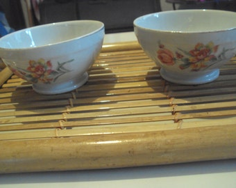 French vintage, 2 porcelain bowls with a rim gold dating back to the 1960s.