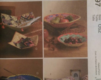McCall's Crafts M4797. Eight patterns for fabric bowls, great for the holidays! Pattern is uncut and factory folded.