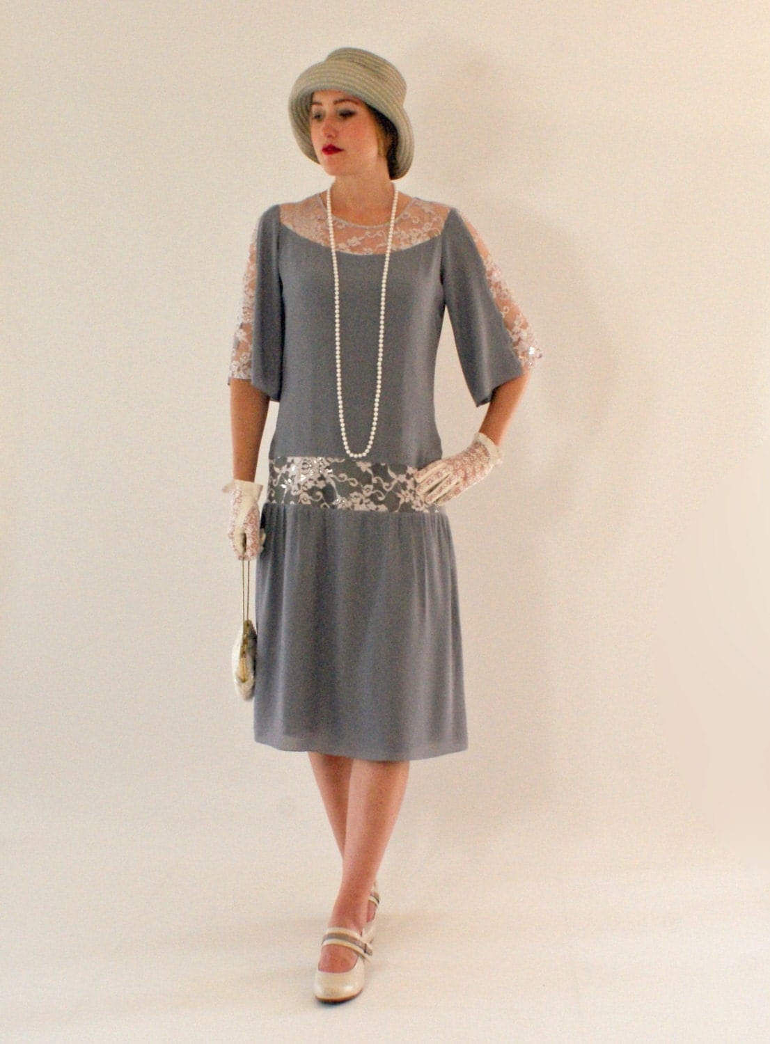 Grey Great Gatsby dress with elbow-length sleeves 1920s