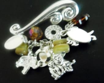 Pretty silver tone brooch with nicely detailed Tiger, Lion & Elephant charms.