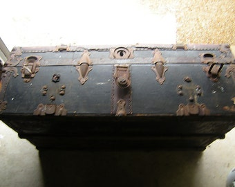 antique wood trunk-renovation-handyman-storage-man cave-Pick up only-will deliver for fee