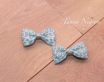 Blue leopard print clips