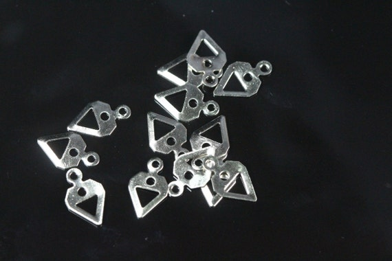 300 pcs 6.5 x 11 mm nickel plated brass triangle tag charms with 1 hole, findings 735NP-32