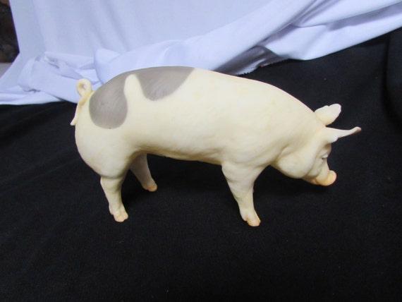 Retired Breyer Pig Jasper The Market Hog Figurine