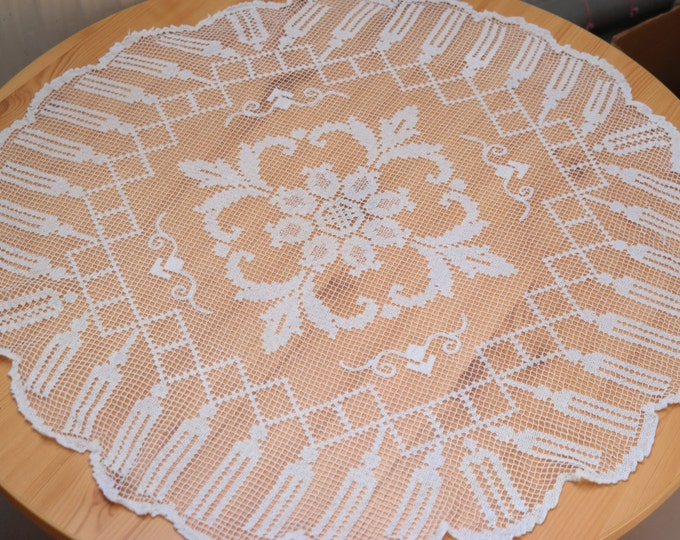 vintage filet doily, filet crochet, vintage doily, vintage linens, vintage table topper, vintage filet lace, flower doily filet, dresser
