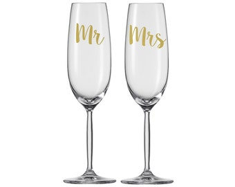 Mr and Mrs Gold Script Font Champagne Flutes / Bride and Groom Wedding Toasting Glasses / Bridal Gift