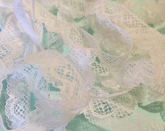 Vintage White Lace, Retro, Sewing Notion, Craft Supply, Fashion, Scallop, Bunting