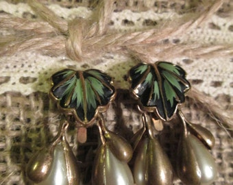 Vintage earrings - leaf with drop pearls.