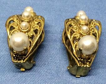 Vintage Pearl Earrings Clip On Gold Tone Metal Faux