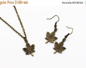 Maple Leaf Dangling Earrings, Maple Leaf Necklace, Antique Bronze Charm, Jewelries Set, Vintage Style, 3D Charm, Canadian Leaf, l'Unifolié